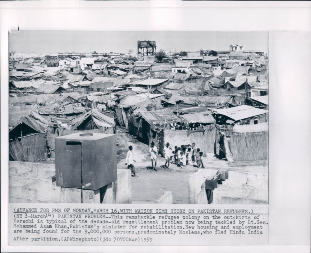 Image result for REFUGEES STANDING IN QUE FOR WATER 1947 DELHI