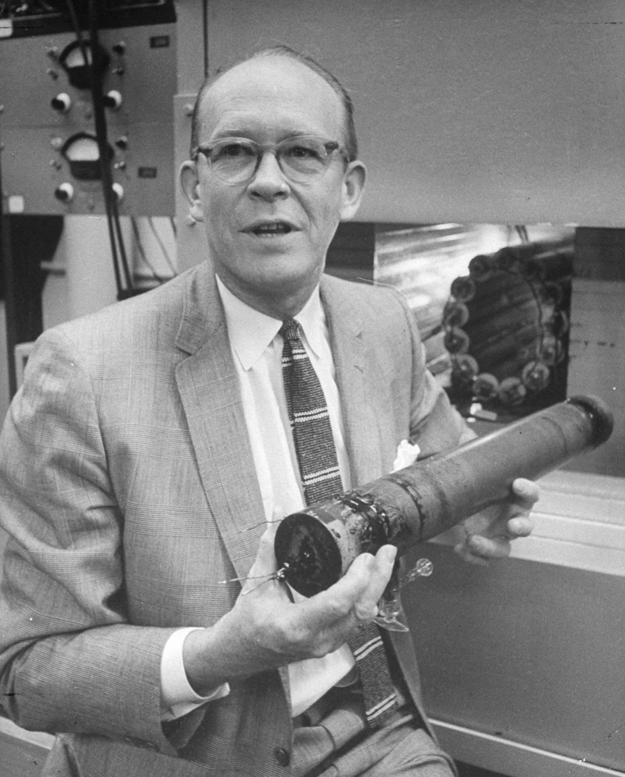 Willard libby radio carbon dating lab
