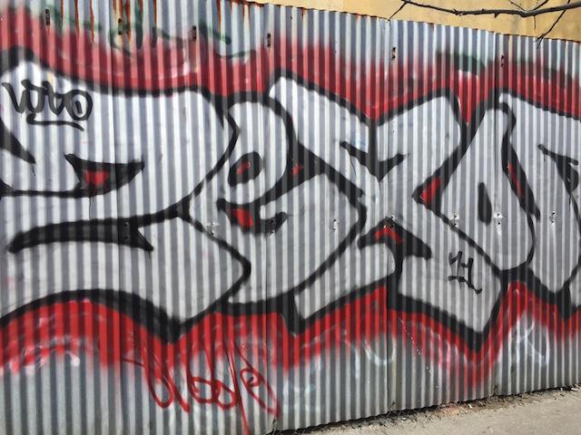 Graffiti vs  Street Art